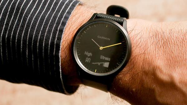 Migliori smartwatch analogici: Garmin Vivomove HR