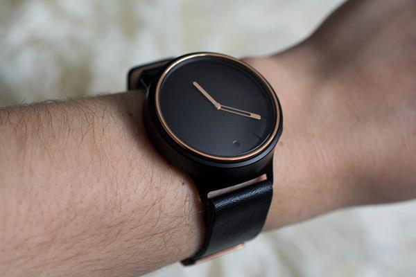 Migliori smartwatch analogici: Misfit Phase