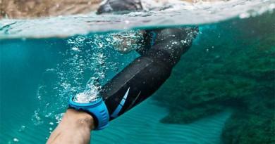 Uno smartwatch da piscina