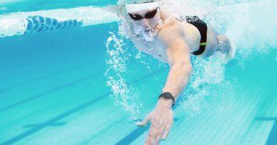 miglior fitness tracker piscina