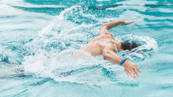 fitness tracker nuoto